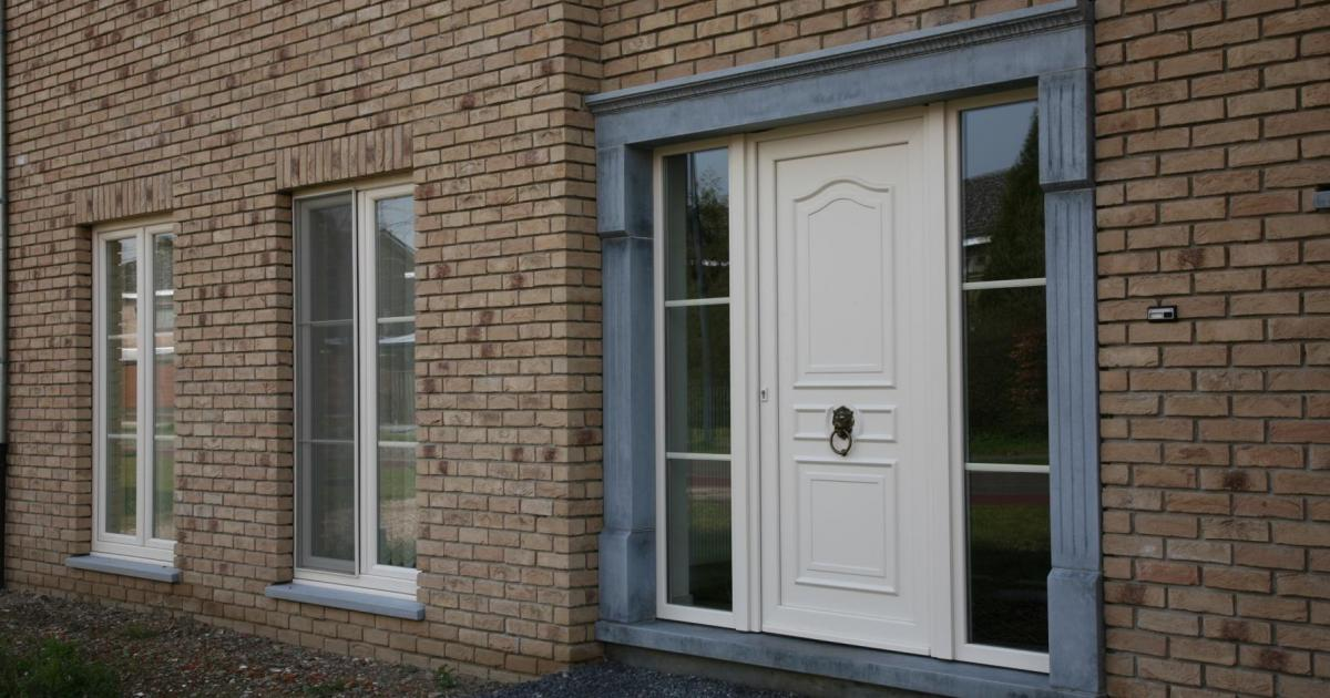 acheter une porte d entr e c est du travail sur mesure kwadro fen tres et portes. Black Bedroom Furniture Sets. Home Design Ideas